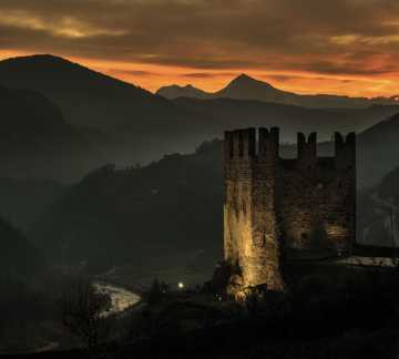 http://www.aptpinecembra.it/var/pinecembra/storage/images/_aliases/theme_holiday_small_image/5/8/4/0/485-3-ita-IT/castello-segonzano-tramonto.jpg - RP5
