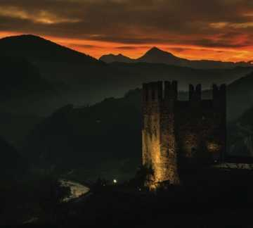 https://www.aptpinecembra.it/web/var/pinecembra/storage/images/_aliases/theme_holiday_small_image/6/4/7/1/1746-1-ita-IT/castello di segonzano TRAMONTO PH S. Campo.jpg - RP5